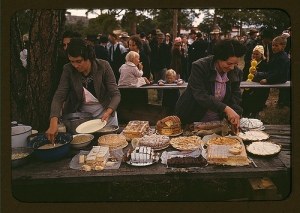 Cutting the pies and cakes at the barbecue dinner, Pie Town, New Mexico Fair. 1940